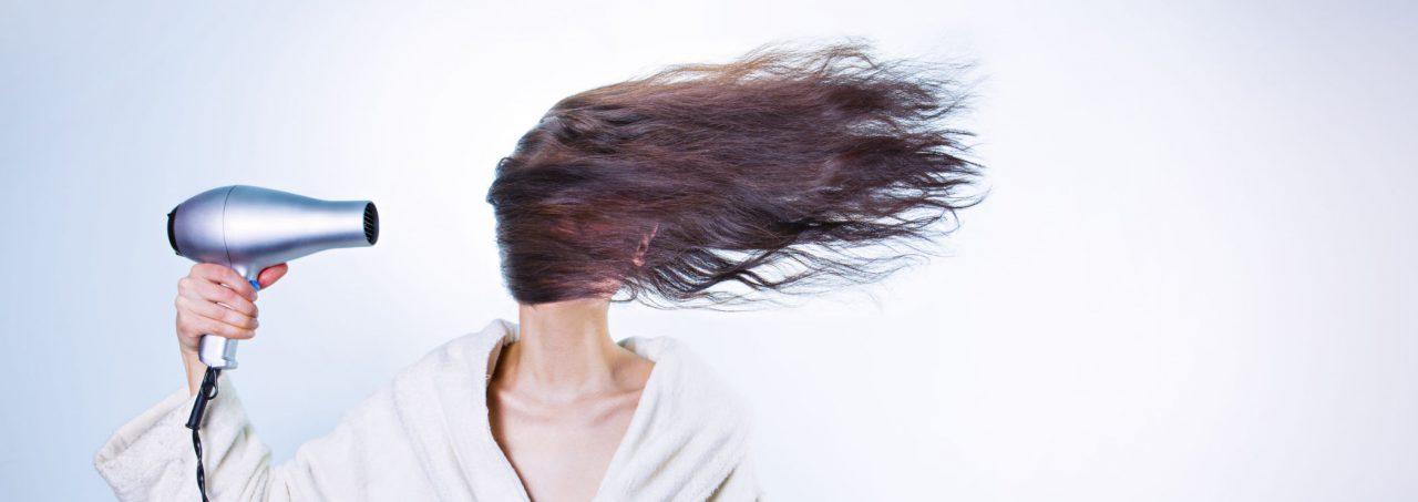 Petra föhnt overdreven haar haar