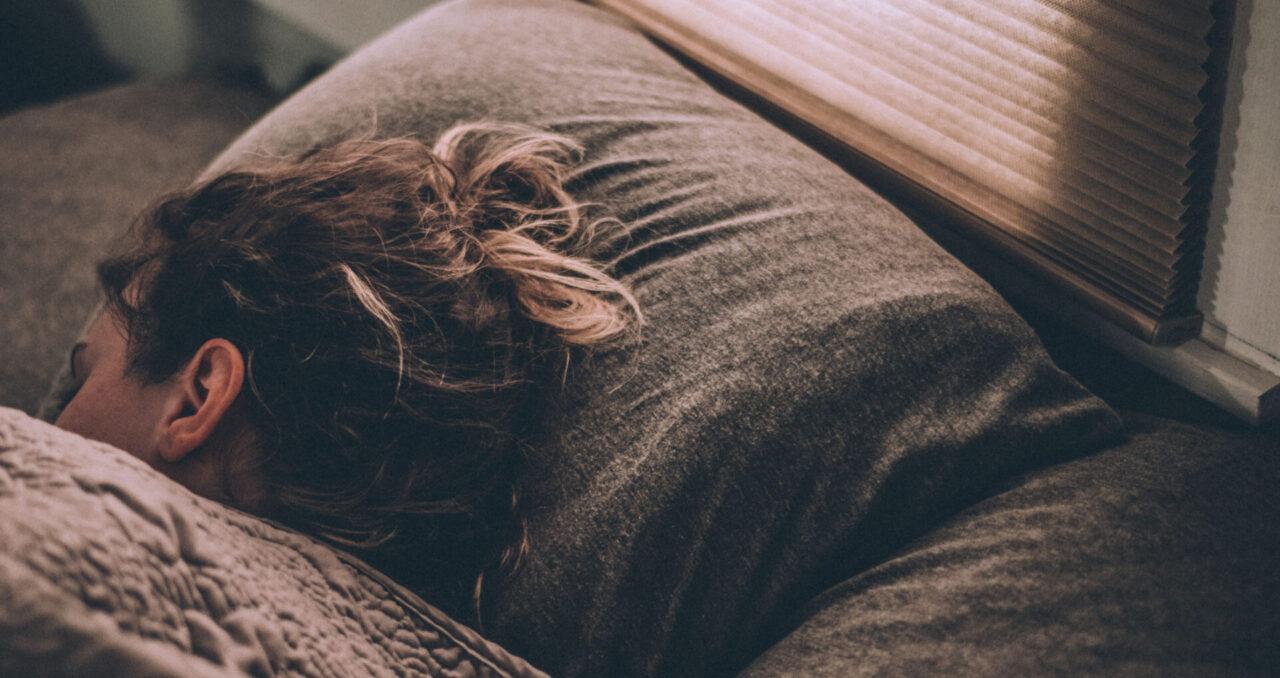 Slapen op kussen